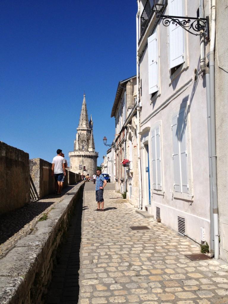 La Rochelle - Rue sur les Murs et tour de la Lanterne