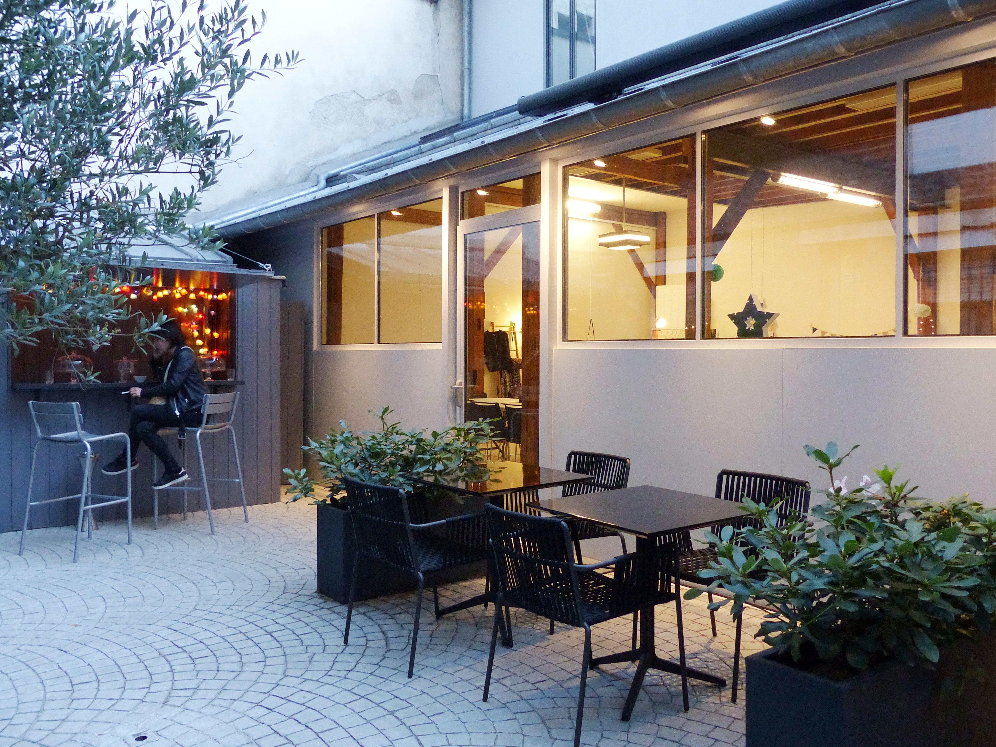 la maison des cr ateurs lou 39 ise going out. Black Bedroom Furniture Sets. Home Design Ideas